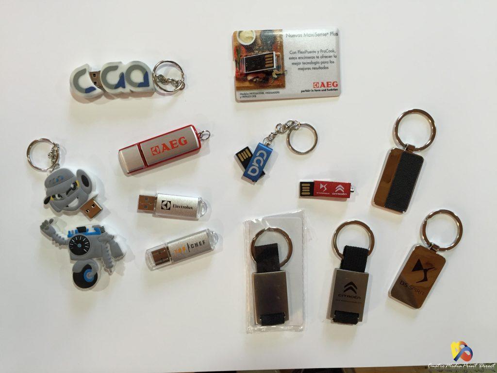 Llaveros y Memorias USB